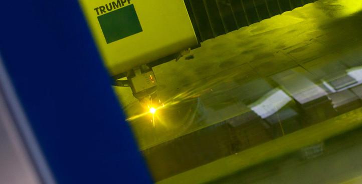 Plošné dělení materiálu laserem